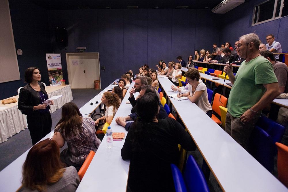 Echanges avec les parents d'élèves au Lycée Pasteur à Sao Paulo